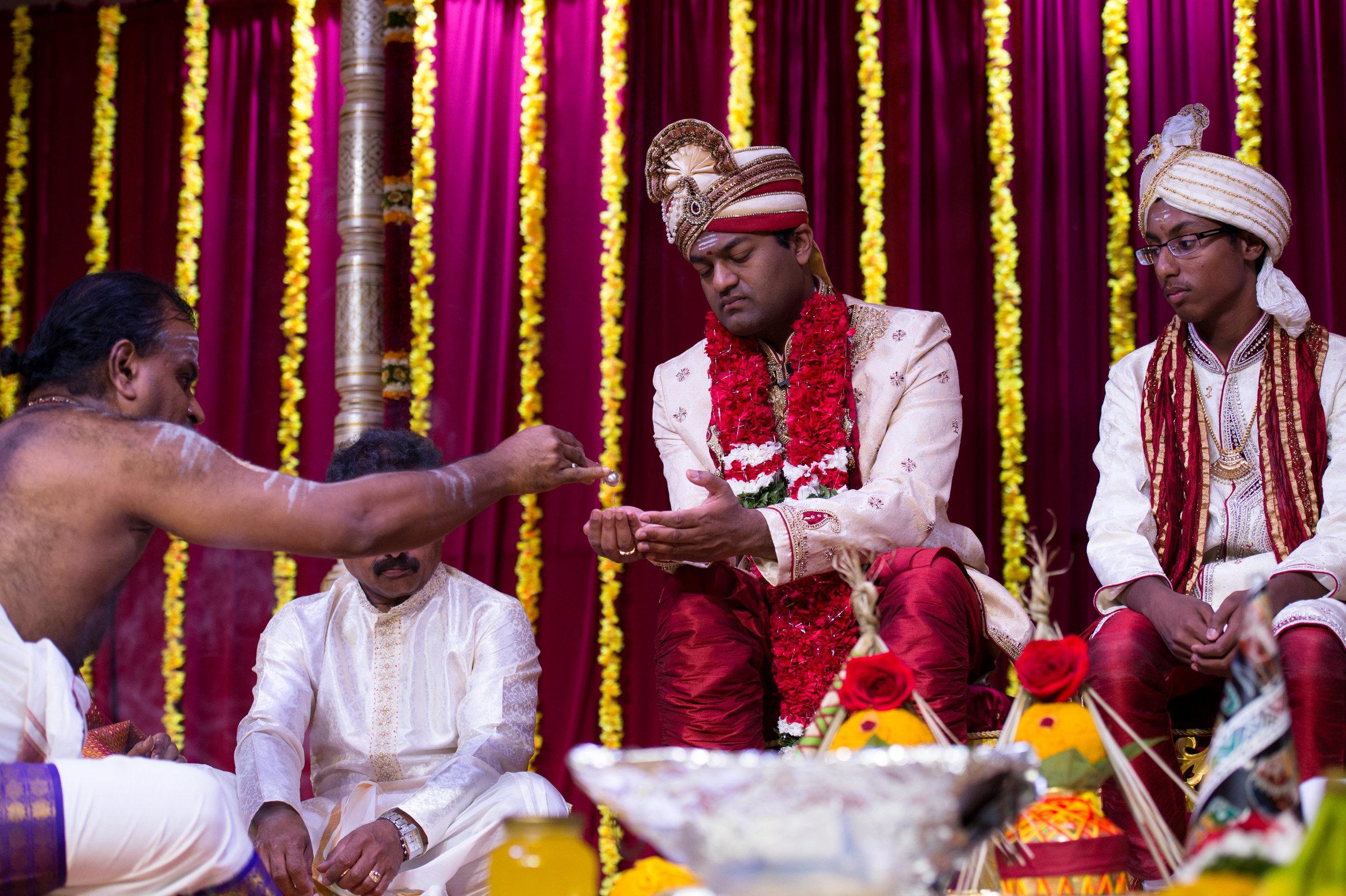 1-Sri Lankan Wedding Photography-Shiva Vishnu Temple034.jpg