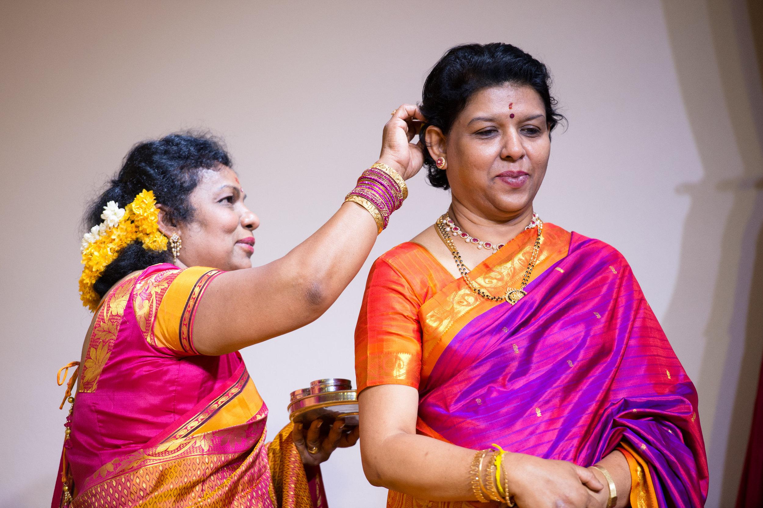 1-Sri Lankan Wedding Photography-Shiva Vishnu Temple036.jpg