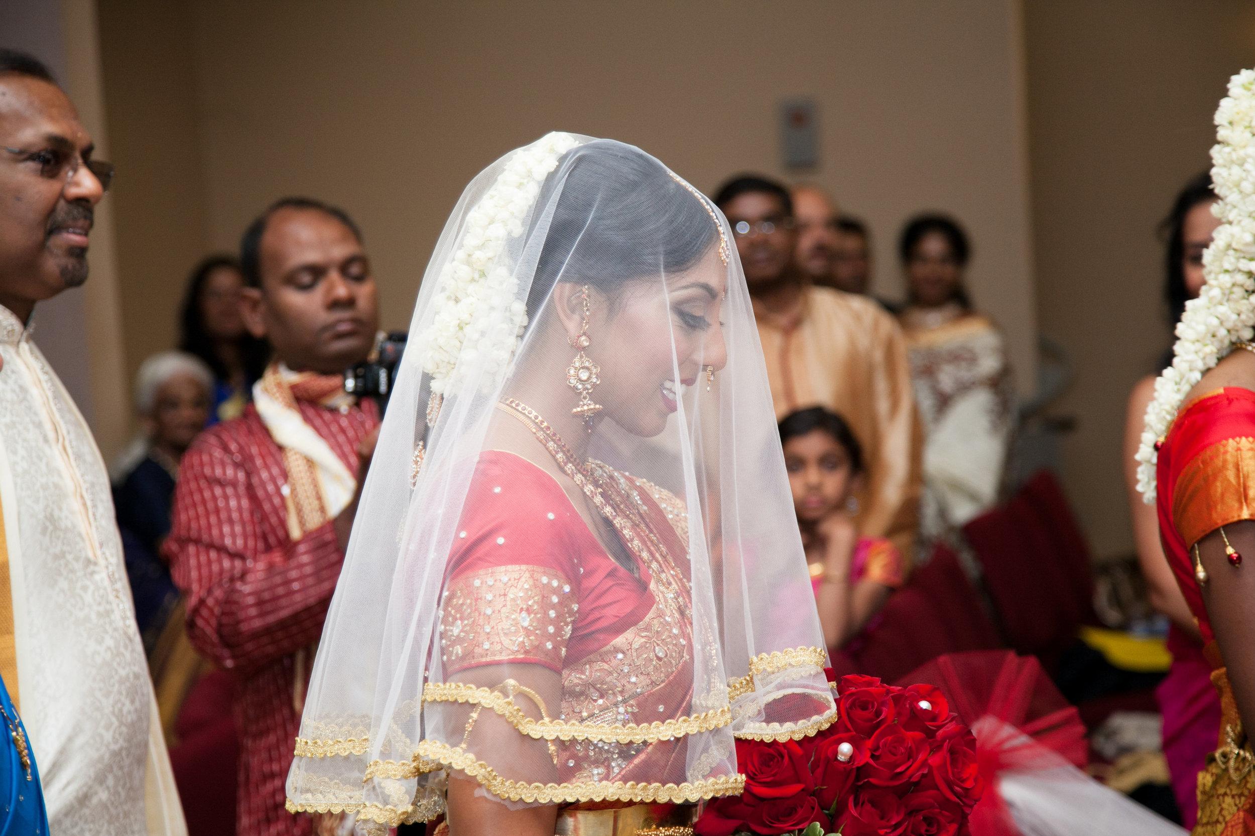 1-Sri Lankan Wedding Photography-Shiva Vishnu Temple037.jpg
