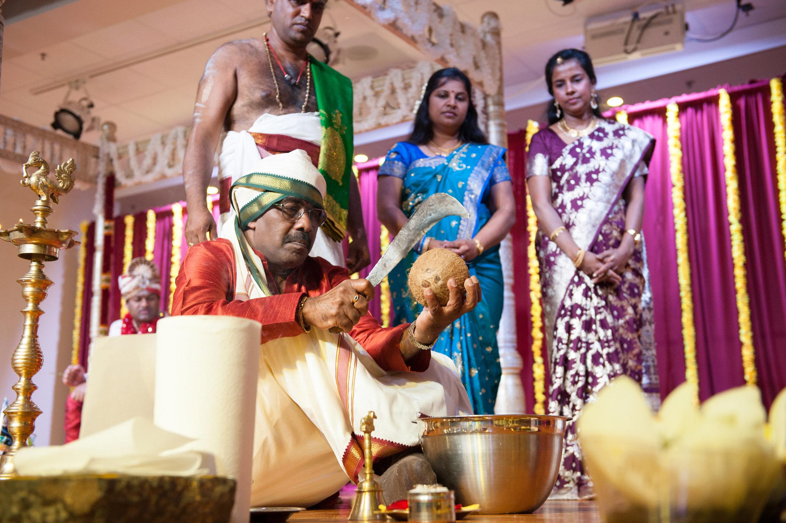 1-Sri Lankan Wedding Photography-Shiva Vishnu Temple035.jpg