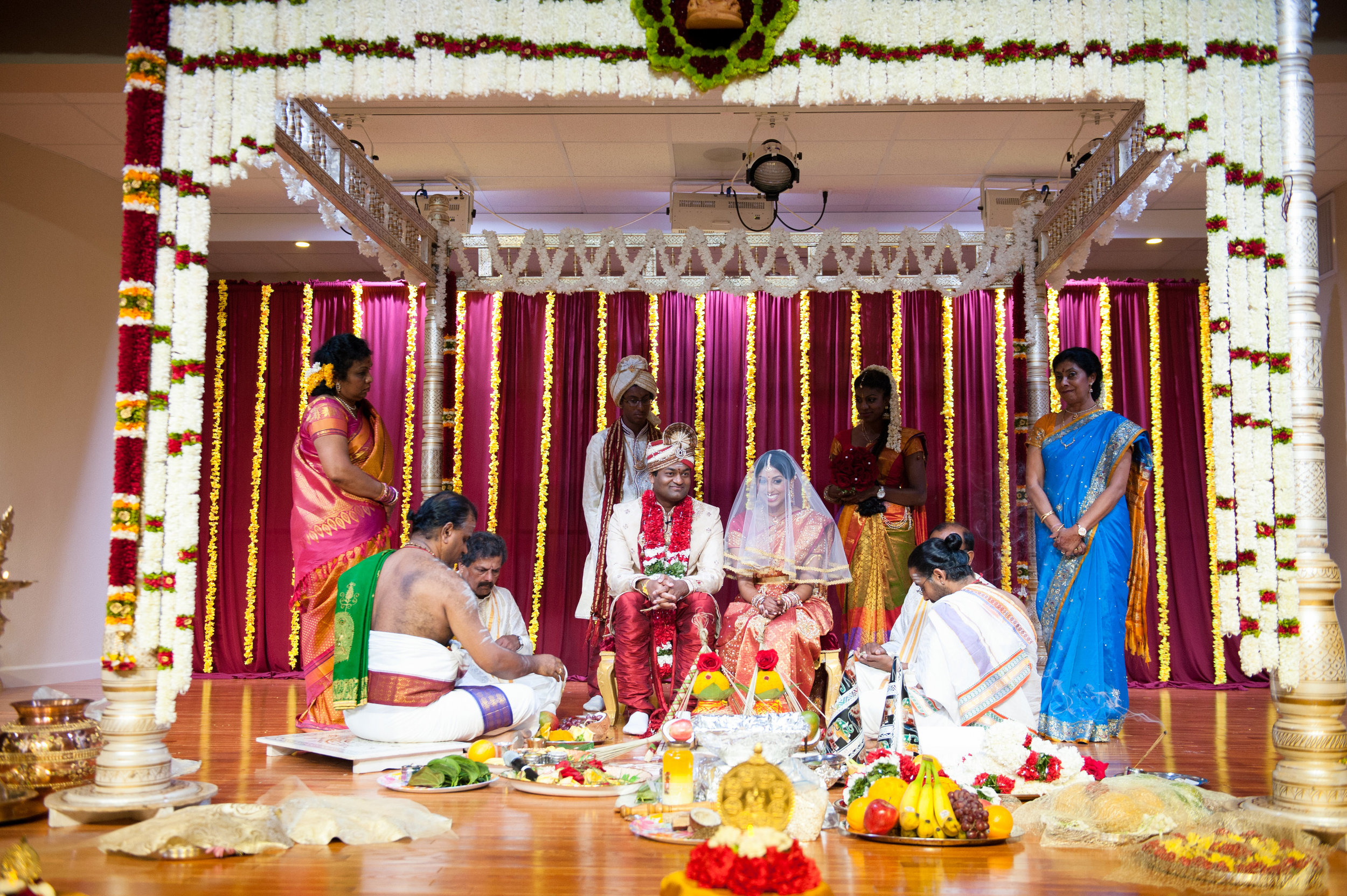 1-Sri Lankan Wedding Photography-Shiva Vishnu Temple040.jpg