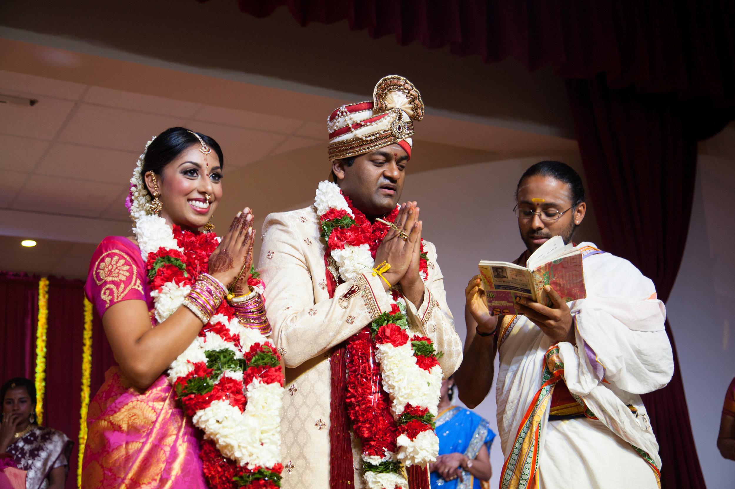 1-Sri Lankan Wedding Photography-Shiva Vishnu Temple042.jpg