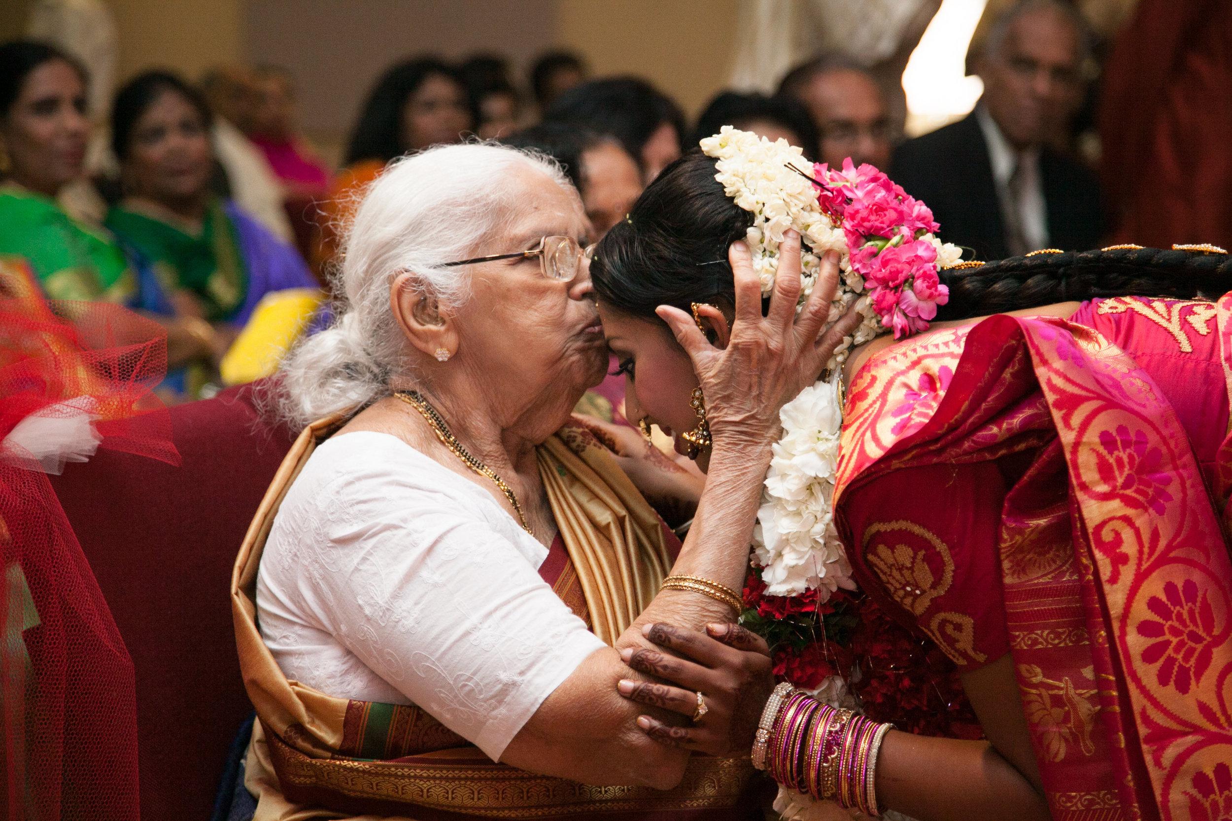 1-Sri Lankan Wedding Photography-Shiva Vishnu Temple045.jpg