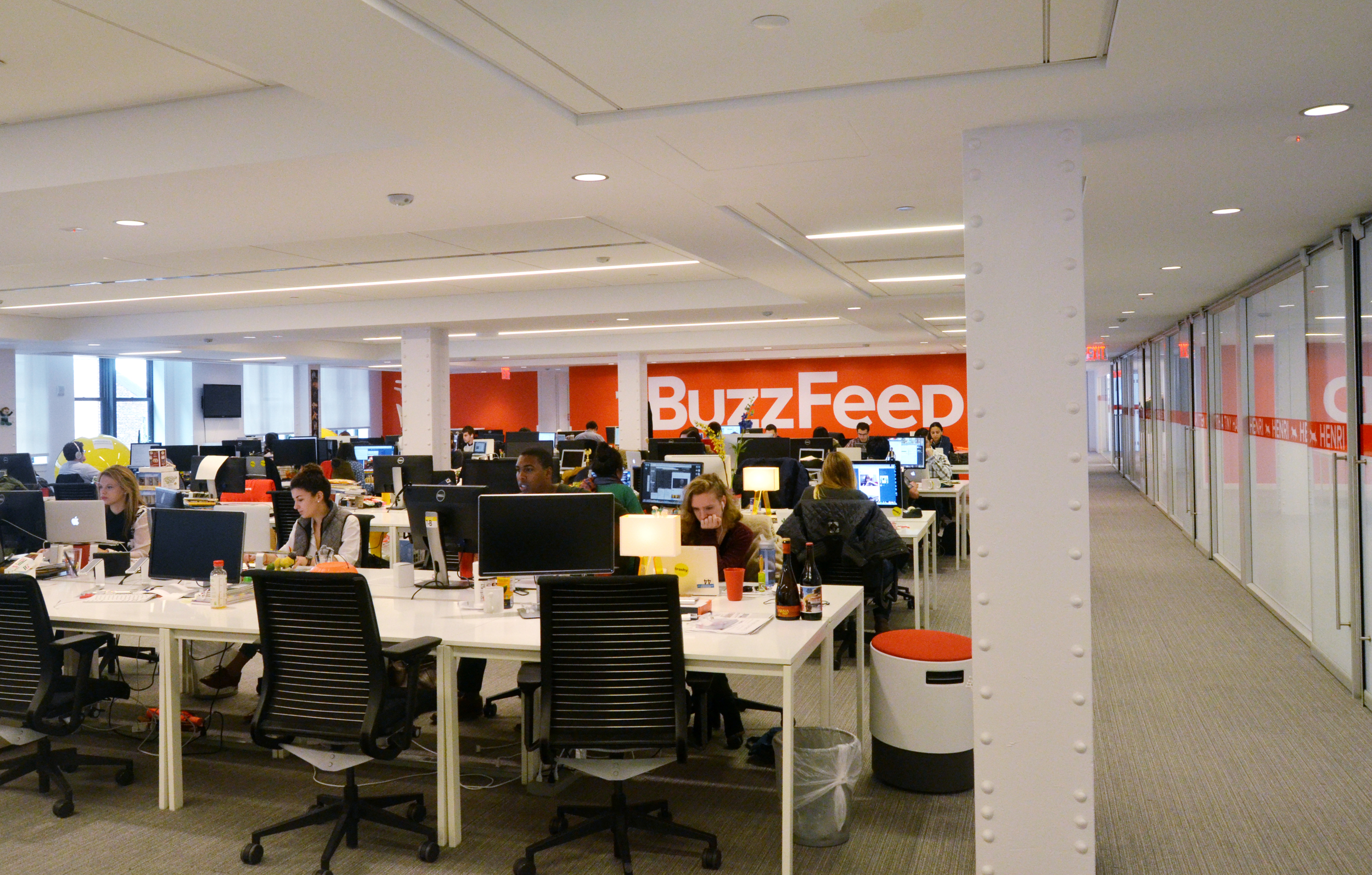 April has been a sobering month for online news startups, as BuzzFeed and other industry leaders were forced to cut budgets, layoff workers or slash revenue expectations for the year. The struggles stem from a perfect storm of plateauing web traffic and faltering ad revenue in the competitive online marketplace.