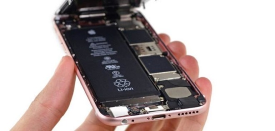 In response to consumer concerns about slowed iPhone performance, Apple gave a model crisis response with a sincere apology, a clear explanation of what it did to extend again battery life, a consumer pledge and an offer to buy replacement batteries at a much cheaper price.