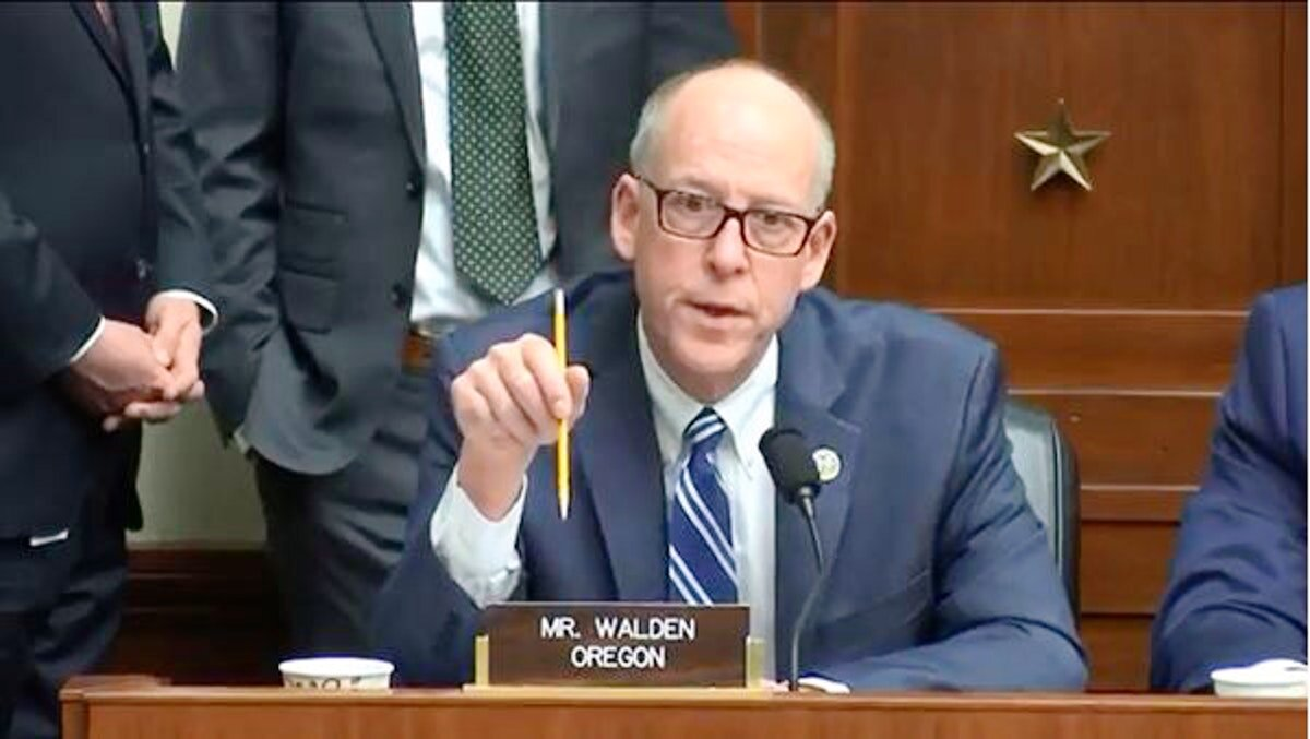 Congressman Greg Walden, the only Republican in the Oregon congressional delegation, stunned political observers by announcing today he won't seek re-election in 2020. Walden is the 15th House GOP member to announce retirement. His announcement is expected to touch off a frenzy in both the Republican and Democratic parties to find candidates to run for a rare open seat in Congress from Oregon.