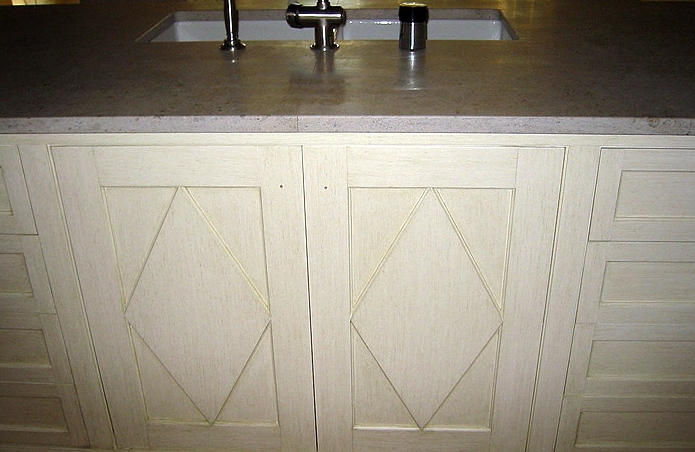 DISTRESSED STRIE on Kitchen Cabinets. North Shore residence, NY.