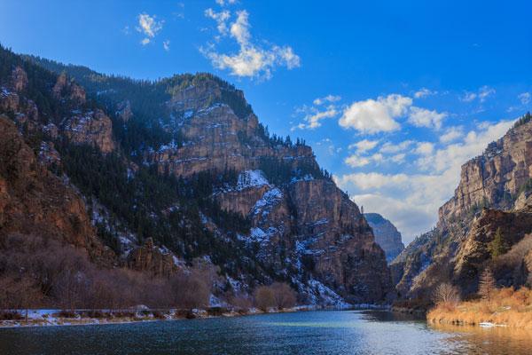 shutterstock_248872645-Colorado-hanging-lake-