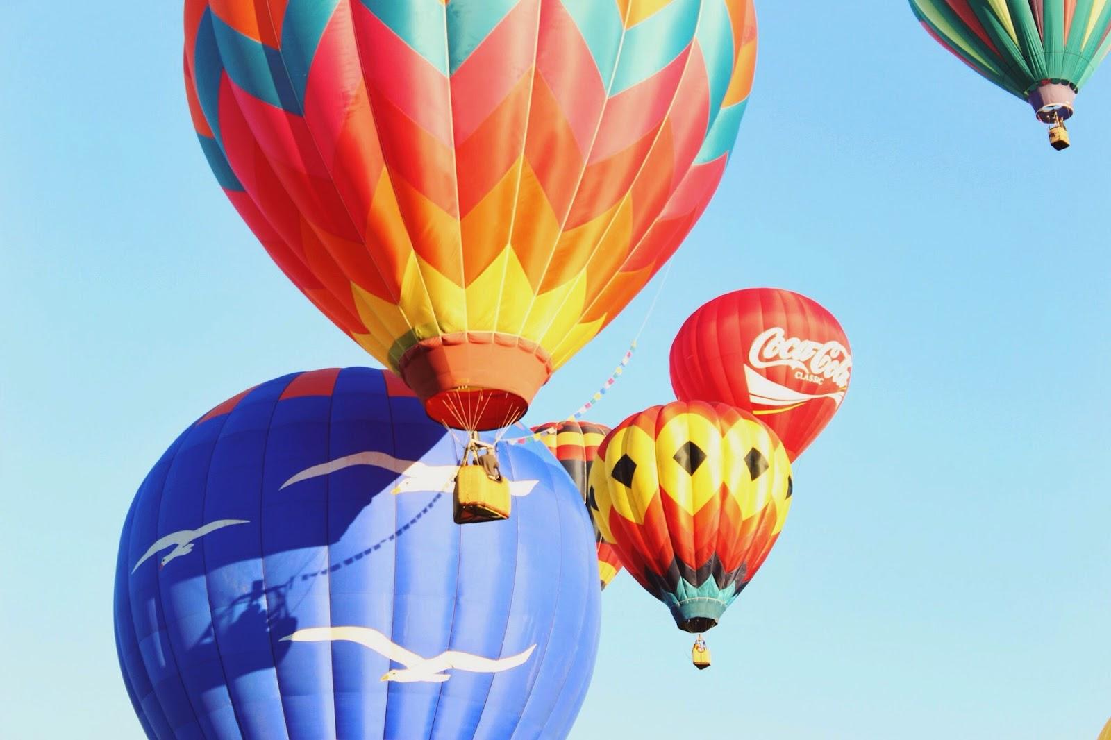 hot%2Bair%2Bballon%2Bwith%2Bflags.jpg