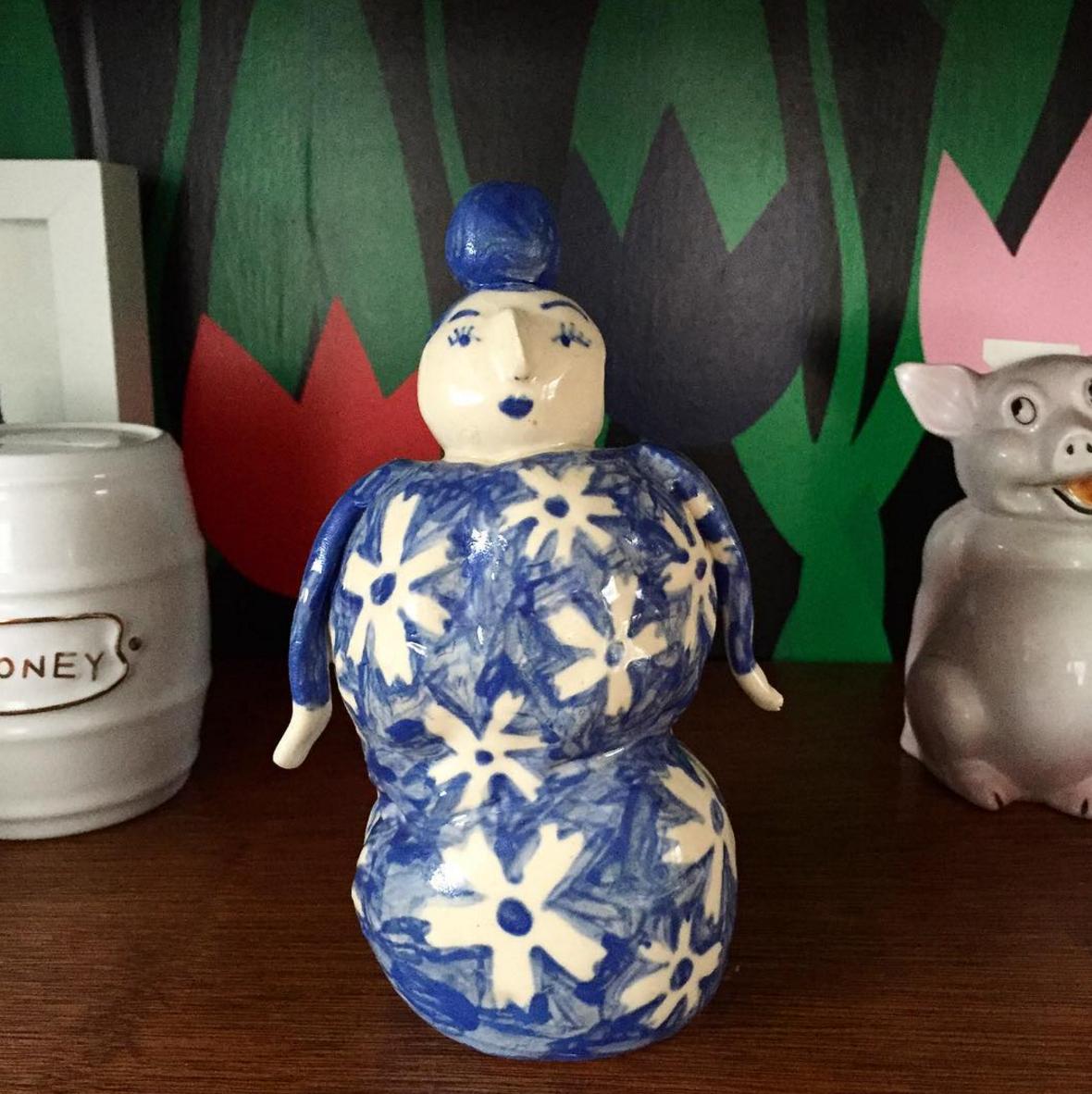flower vase lady