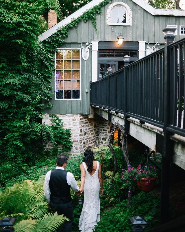 @willowbrookmill might be one of my favorite Michigan venues ever. #northernmichigan #northportmichigan #upnorth #upnorthmichigan #northernmichiganwedding #michiganweddingphotographer #michiganwedding #michiganbride