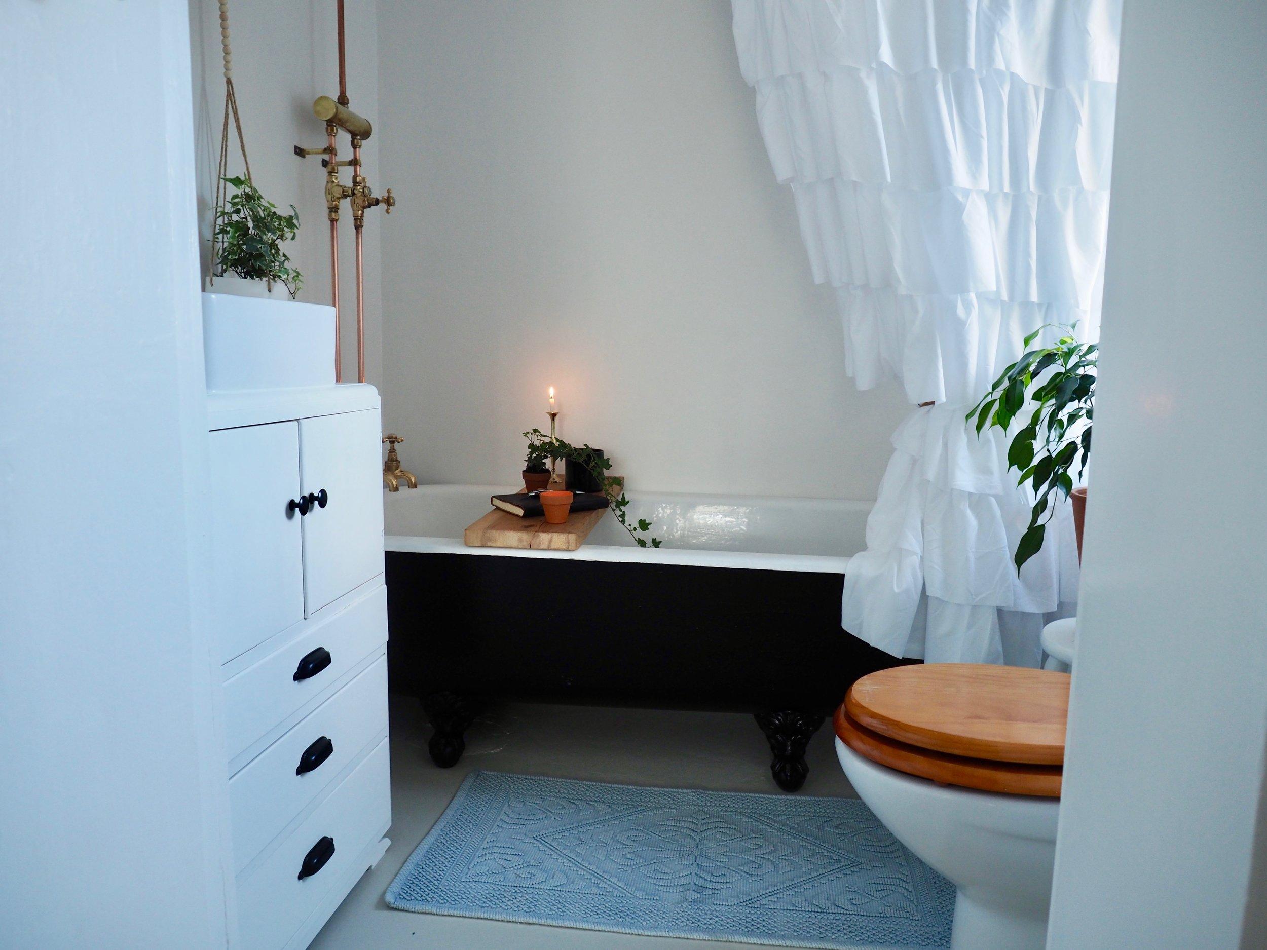 Pearson + Projects Charmer in Alexandra Bathroom - 1.jpg