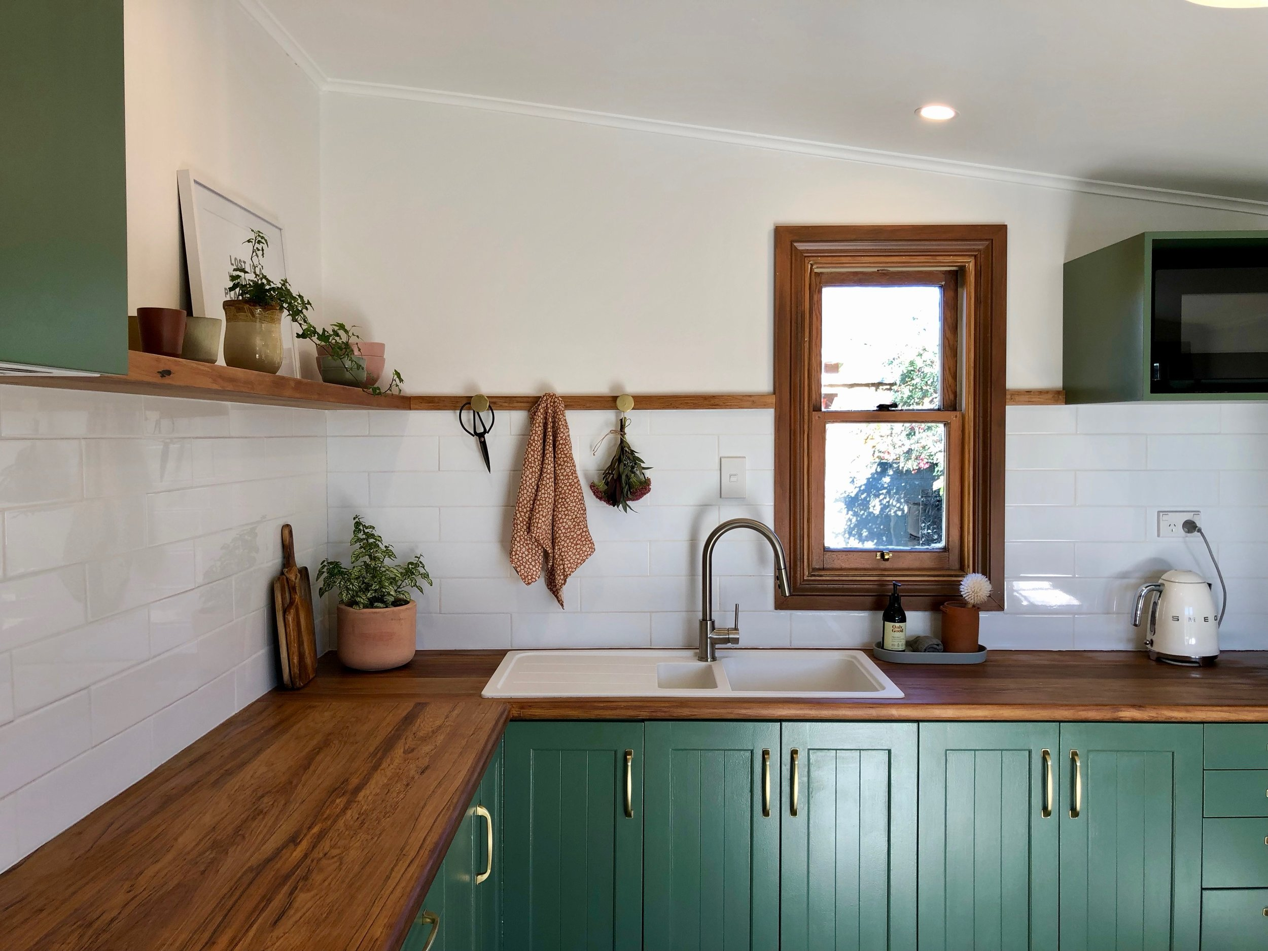 Pearson and Projects Kitchen Reveal Farmhouse Green Timber Bench Shelf Breakfast Table White Sink Cottage - 8.jpg