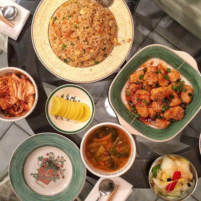 Today: #중국집 theme. #볶음밥, #치킨, and #짬뽕 👅. #friedrice #저녁 #밥상 #집밥 #요리 #홈메이드 #먹스타크램 #홈쿡 #저녁 #homecook #homemade #cooking #onmytable  #koreanfood