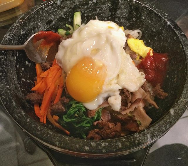Dolsot #bibimbap, the key is the sizzling-hot stone bowl. ♨️ #비빔밥 #집밥 #저녁밥 #요리 #홈쿡 #먹스타그램 #홈메이드 #eeeeeats #foodie #foodporn #onmytable #koreanfood #homemade #cooking #spoonfeed