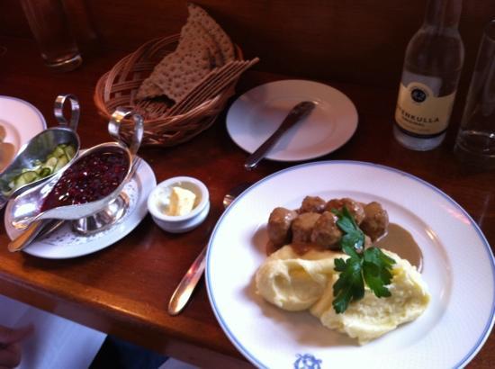 hello getaway, sweden, stockholm, operakällarens bakficka, meatballs, city guide