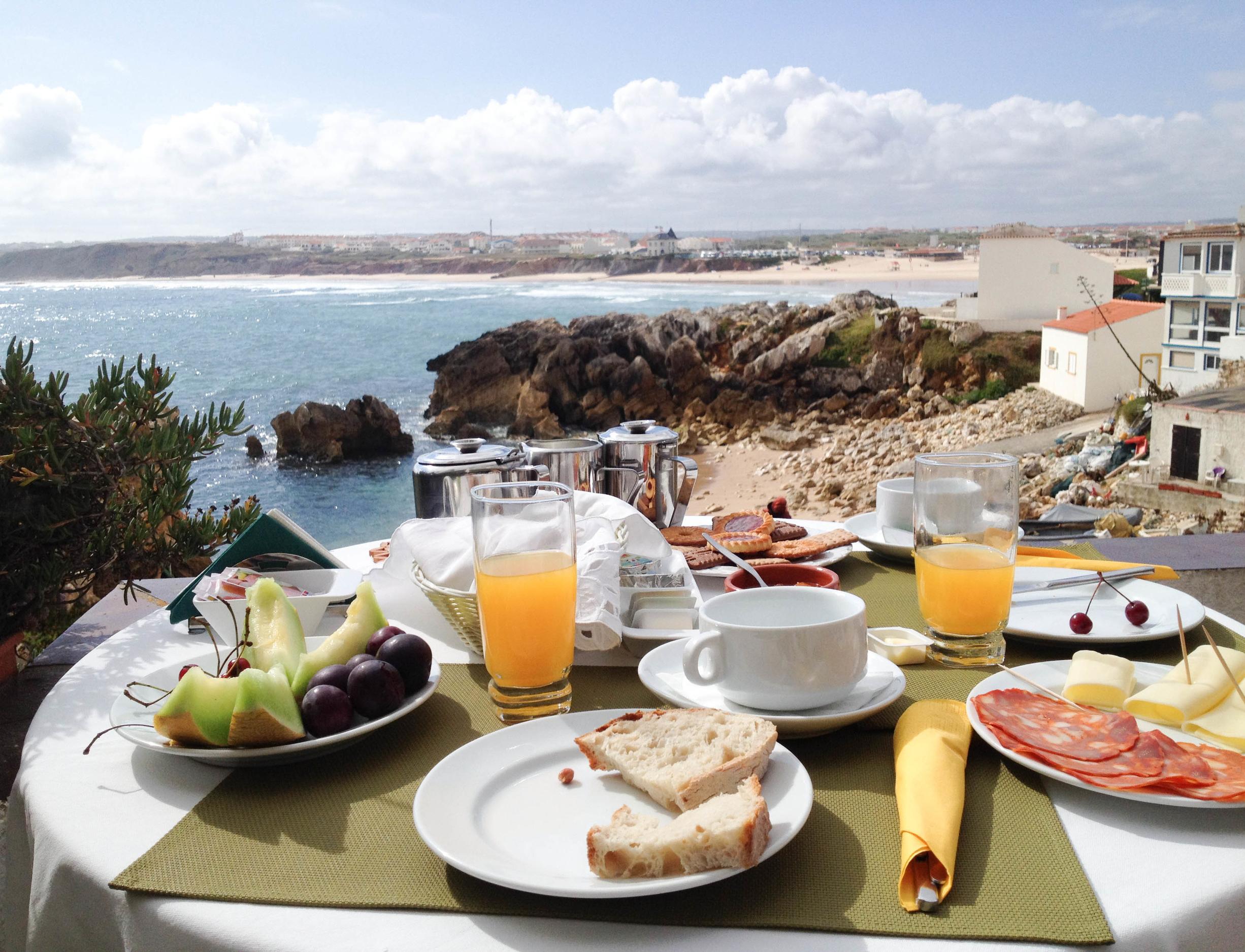 case das mare`s Baleal brekkie hello getaway cityguide portugal