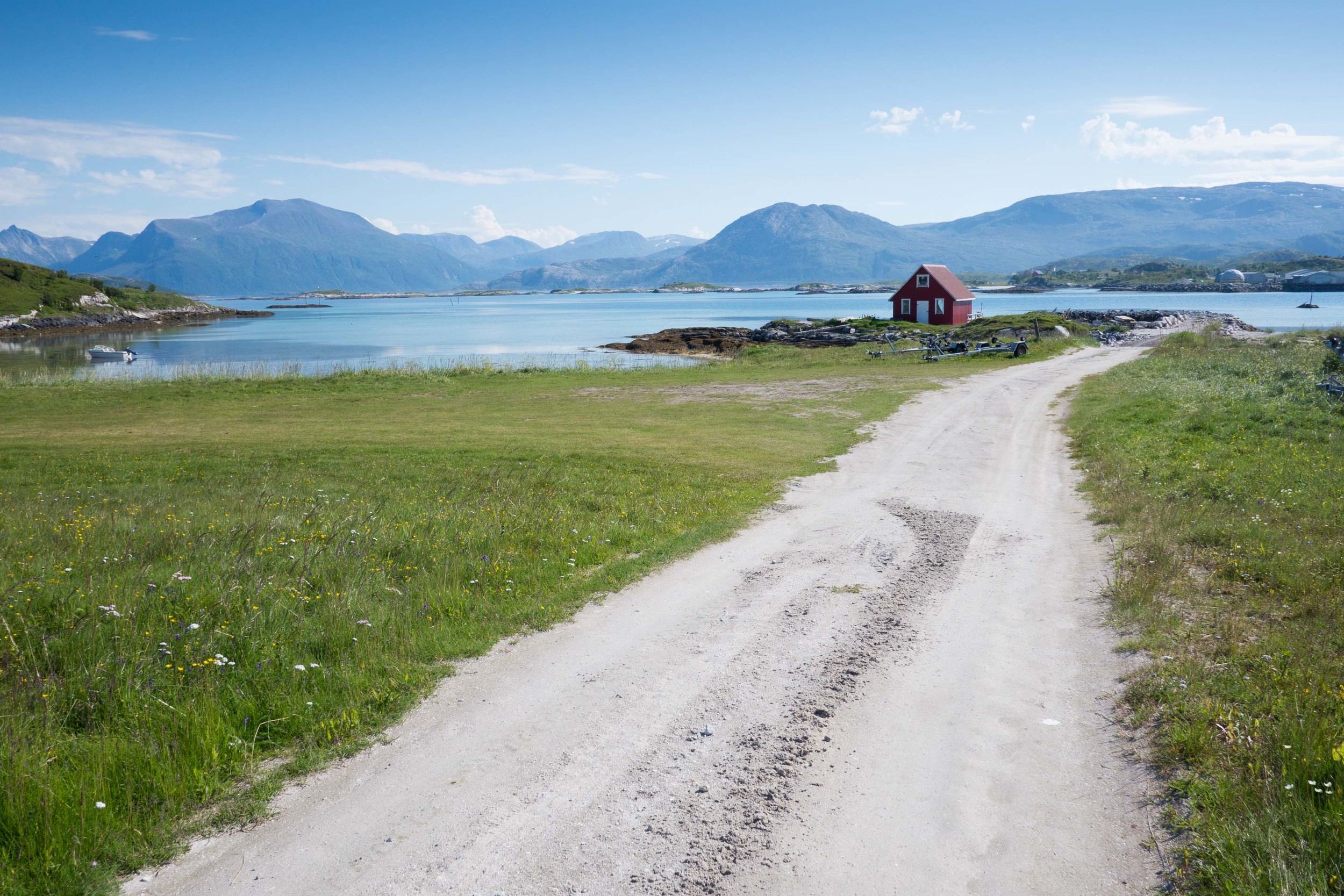 Tromsö Tromso Lofoten Sommaröya Roadtrip Hello Getaway travel guide
