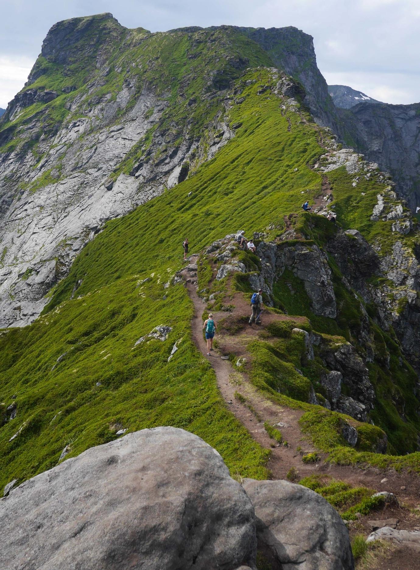 reinebringen lofoten norway hike
