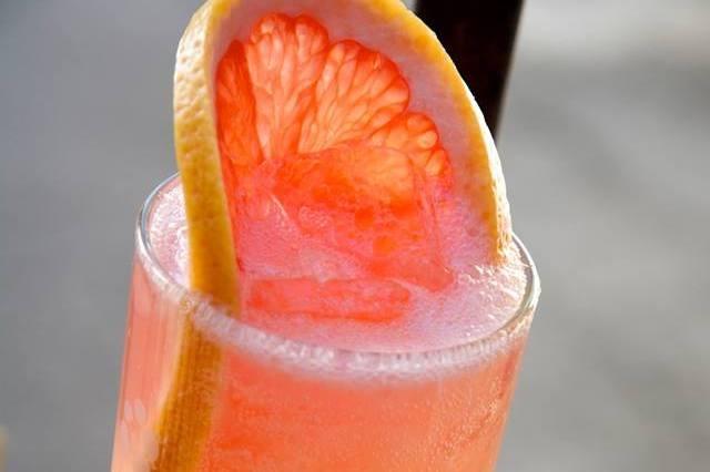 Grapefruit Fizz - fresh lemon & grapefruit juice, splash of club soda, garnished with a grapefruit slice