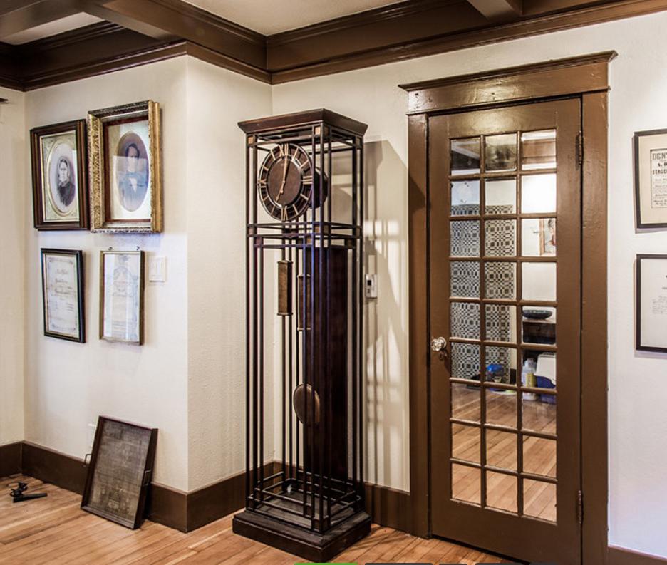 Entry foyer.jpg