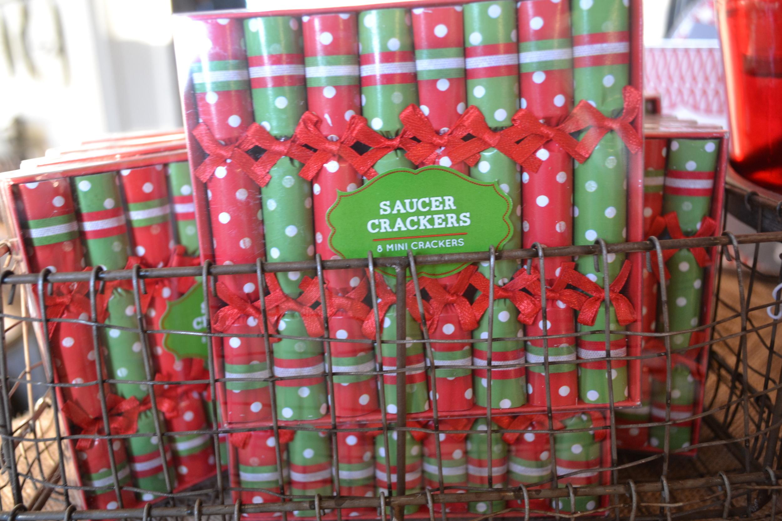 Saucer crackers