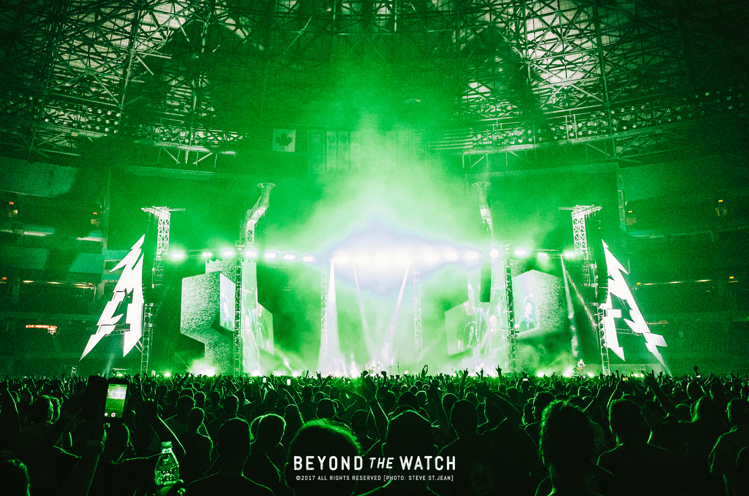 The show must begin! Some epic visuals were displayed the entire set (best visuals and sound were during 'One').