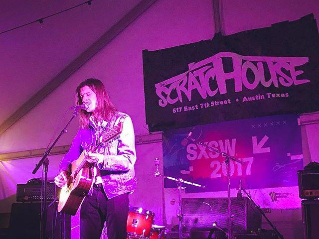 @reubenbidez serenades the @sxsw crowd at our #Discover showcase w/ @killingmoonstagram