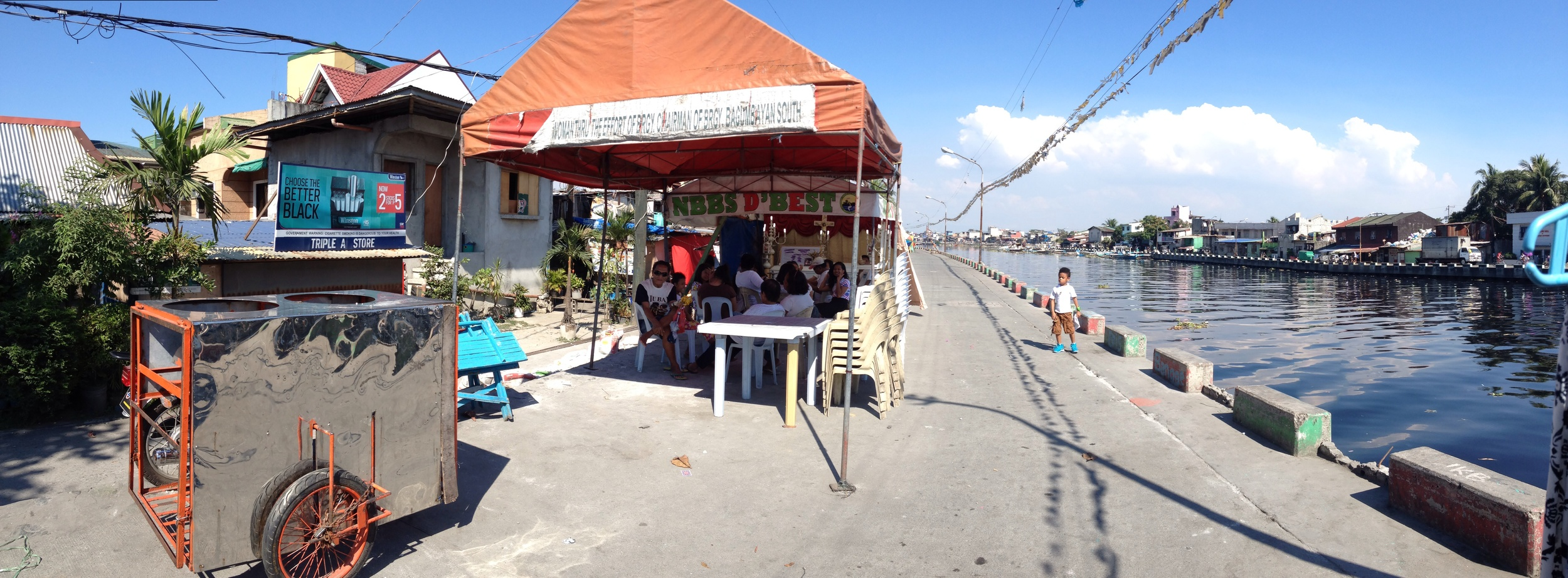 On both sides of the Navotas River the riverfront easement is wide and ideal for biking. Biking from the C-4 bridge to the Estrella bridge (where you can cross into Malabon) on the Navotas side I came across other tented events.