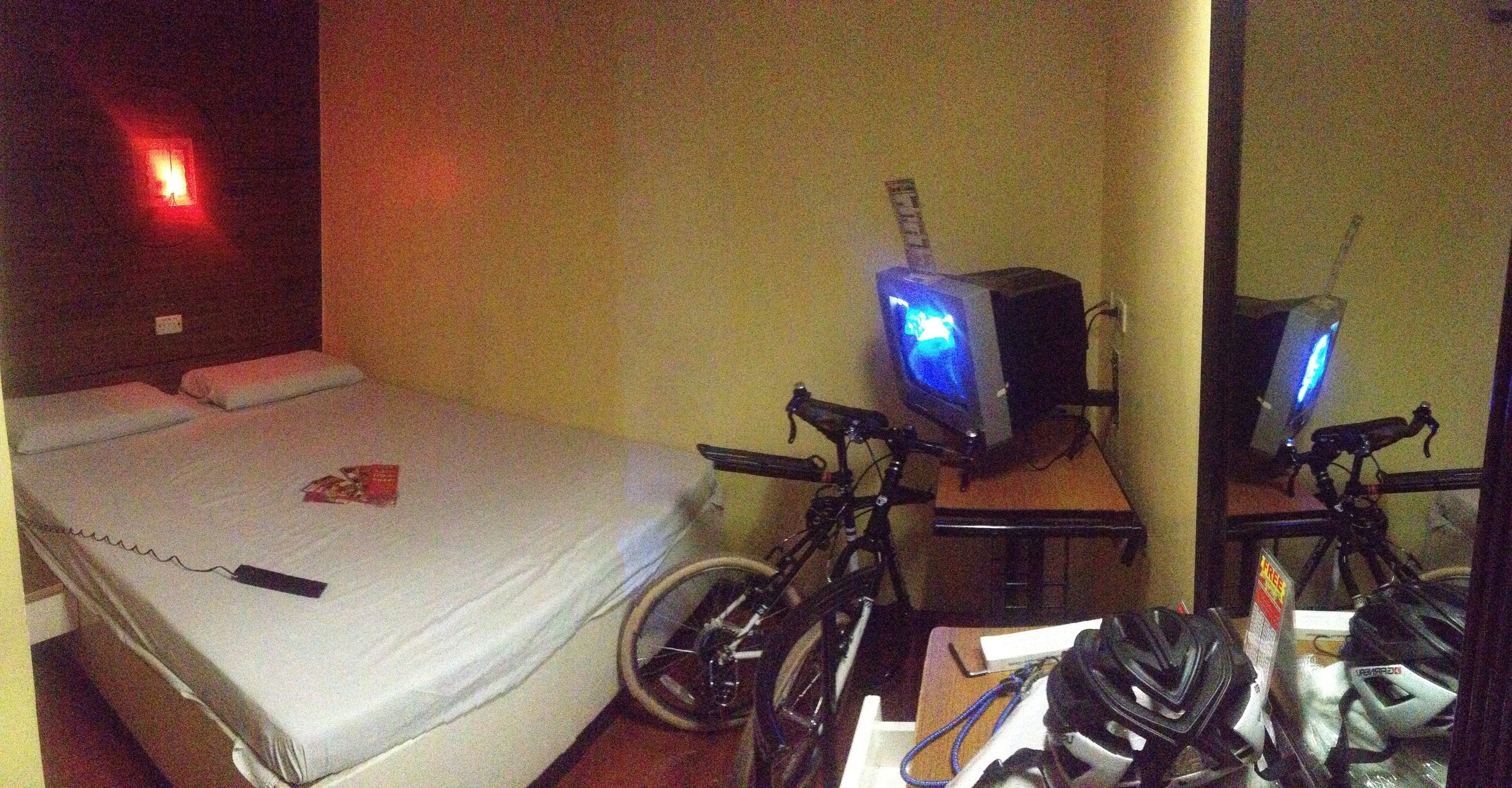 My room at the SOGO for 620 pesos/night.