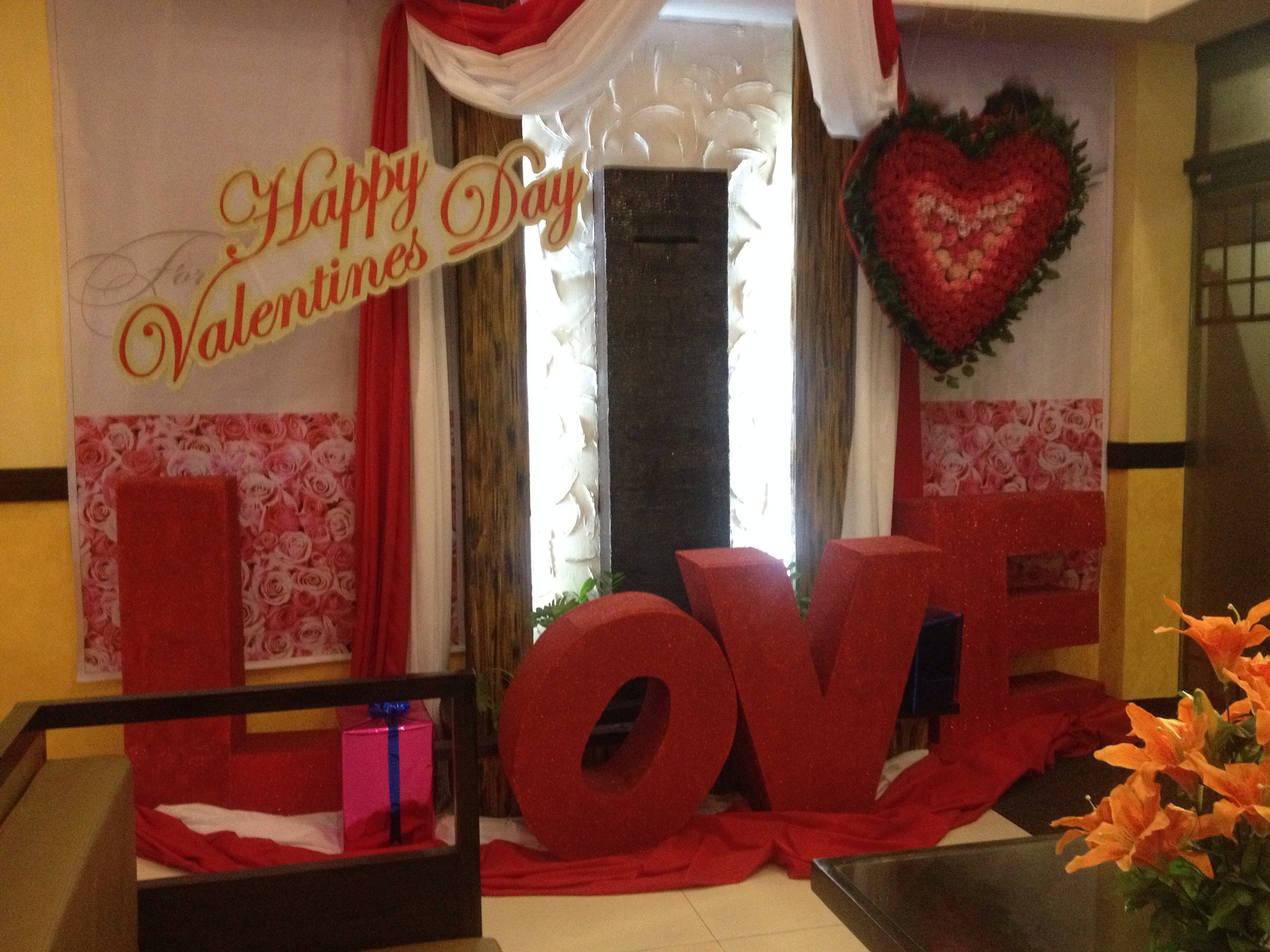 I think it's going to be a busy Valentines Day for the Monumento area hotels