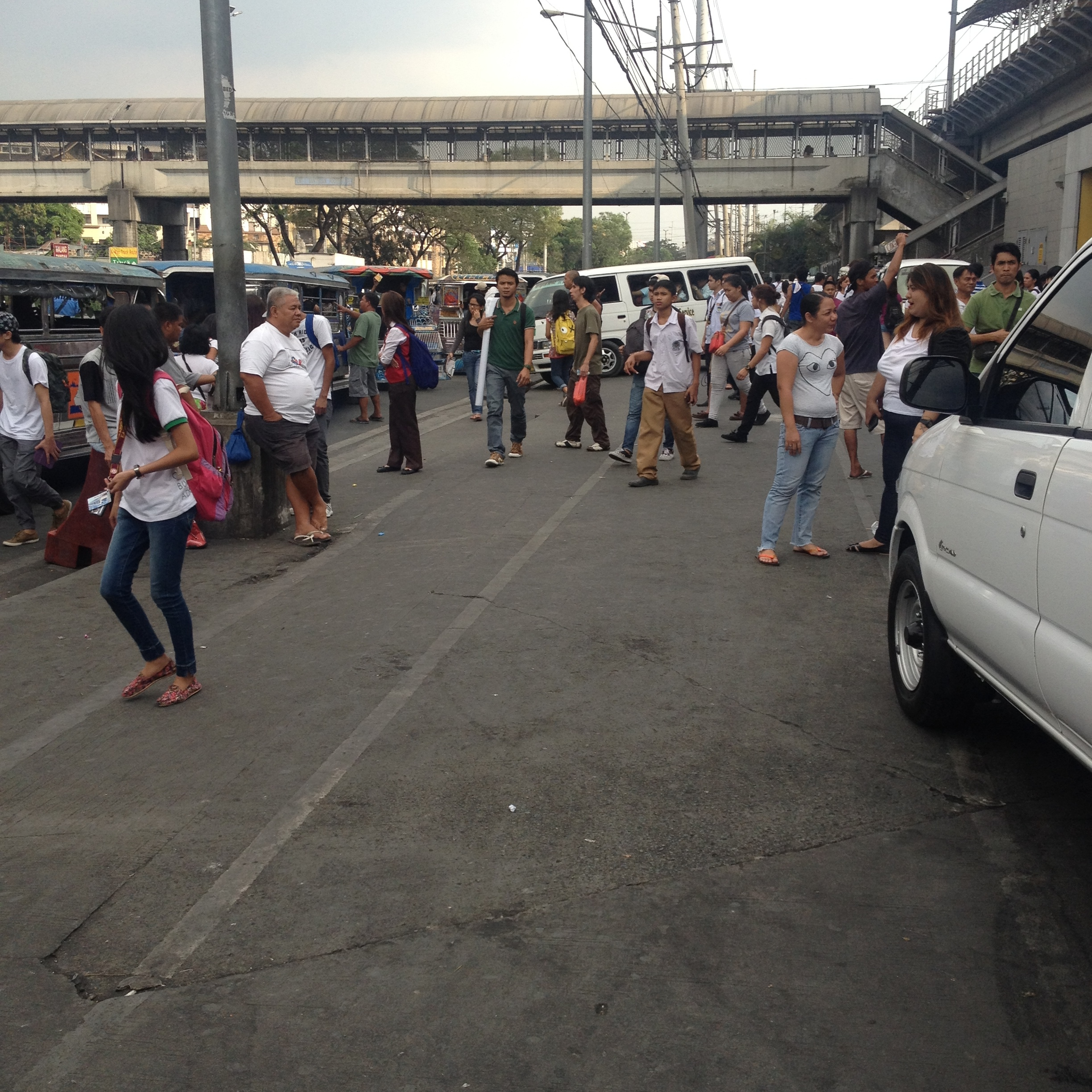 The crowds in front of Santolan.