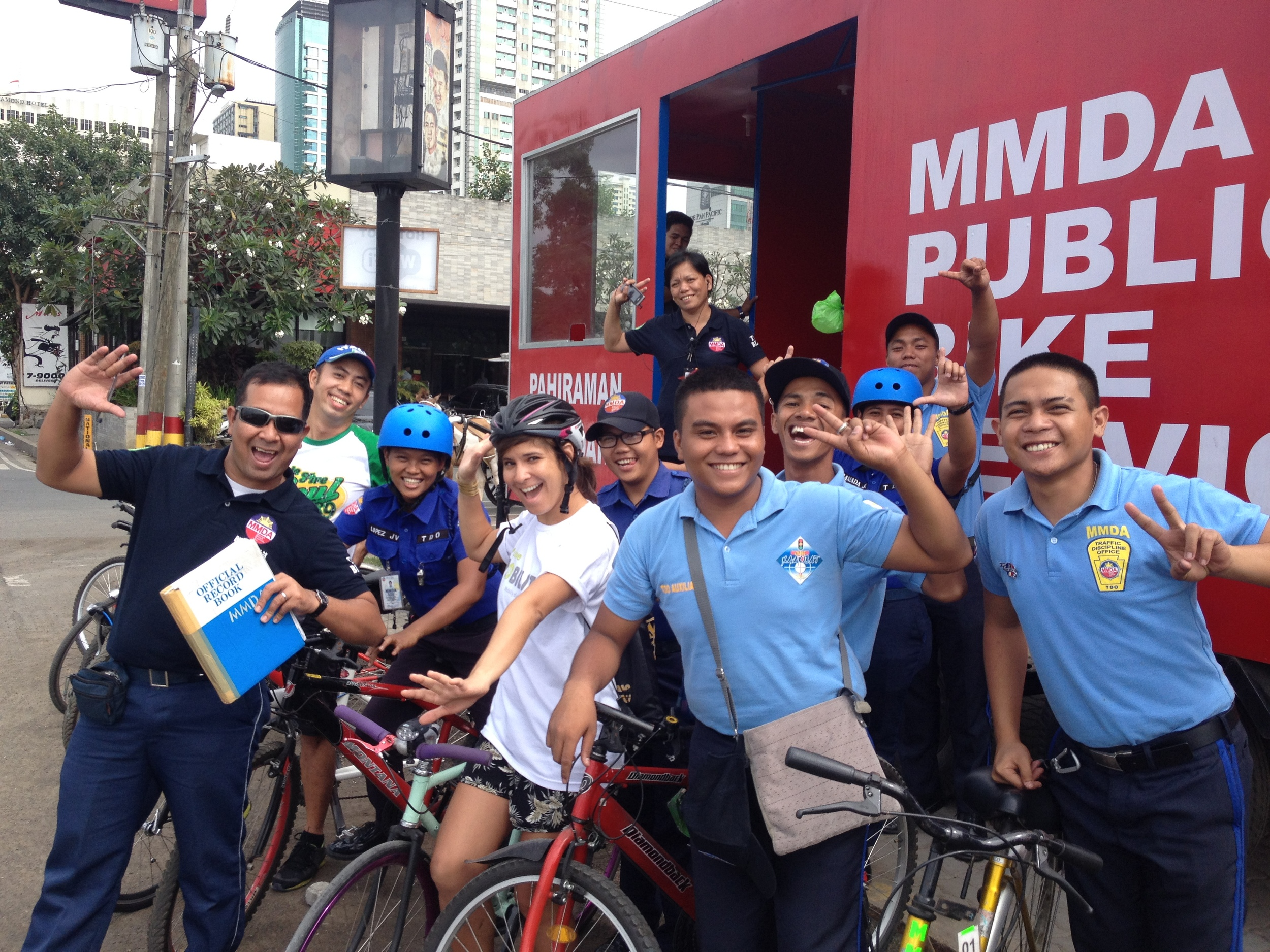 The MMDA Public Bike sharing service, which is really a free bike rental rather than a network of rentable bikes, starts tomorrow on Roxas Boulevard. Apparently, several participants did avail of the service this car-free day.