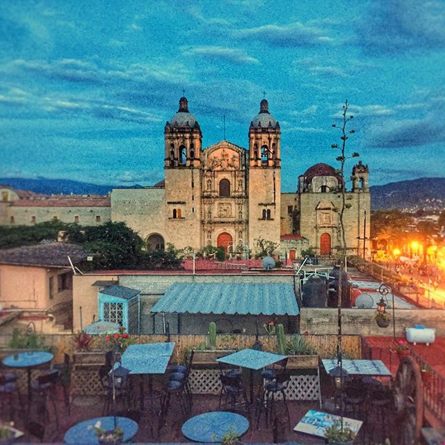 Hola Oaxaca! One of Mexico's most captivating cities, full of diverse food, culture, and history. Oaxaca has beautifully restored colonial buildings — many are now hotels, museums and restaurants... and most famous for it's unique culinary scene, particularly mezcal, chocolate, and mole. 🇲🇽❤️ www.jetawayguru.com