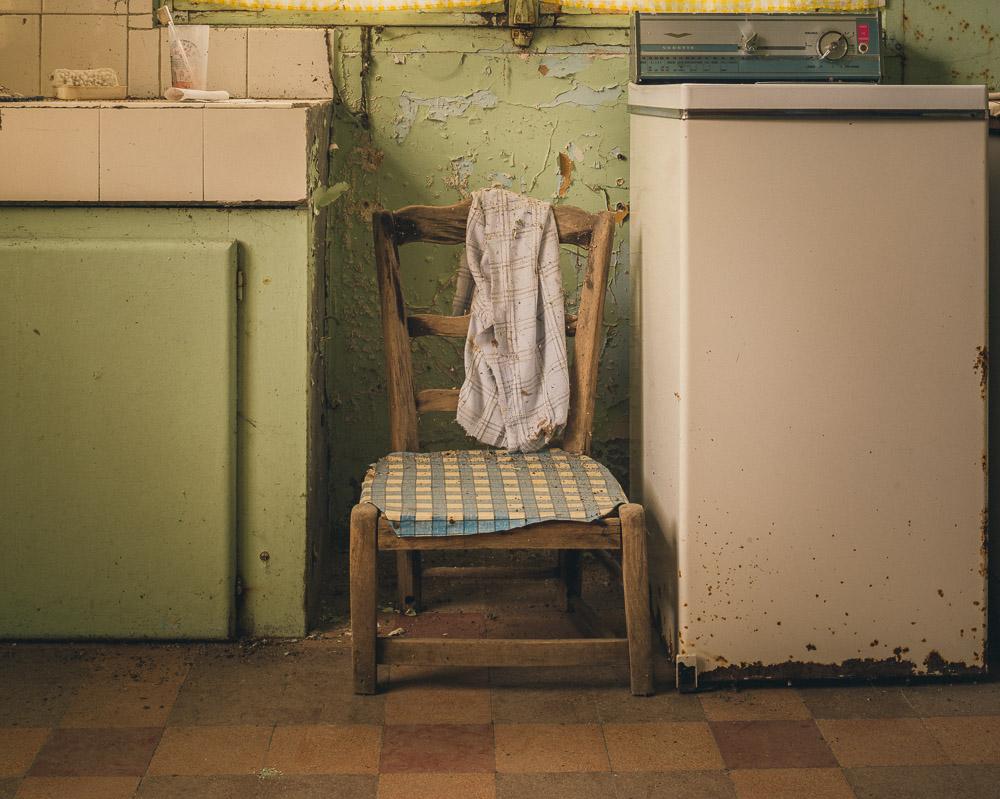 Lieux abandonnés - la maison de Daniel - la chaise basse
