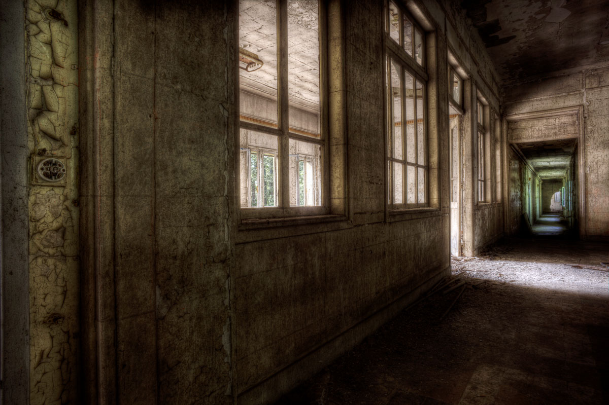 Lieux abandonnés - le préventorium Laelec - couloir du premier étage