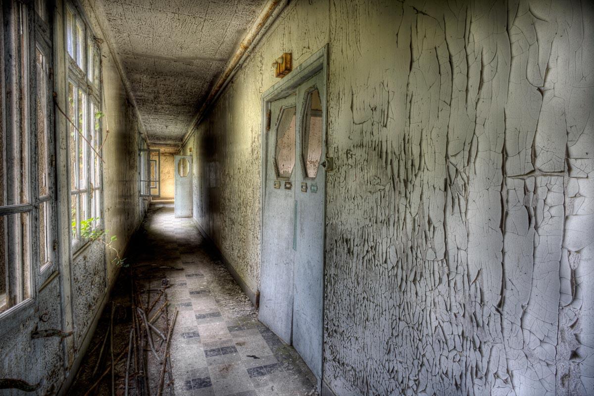 Lieux abandonnés - le préventorium Laelec - couloir des salles de soin