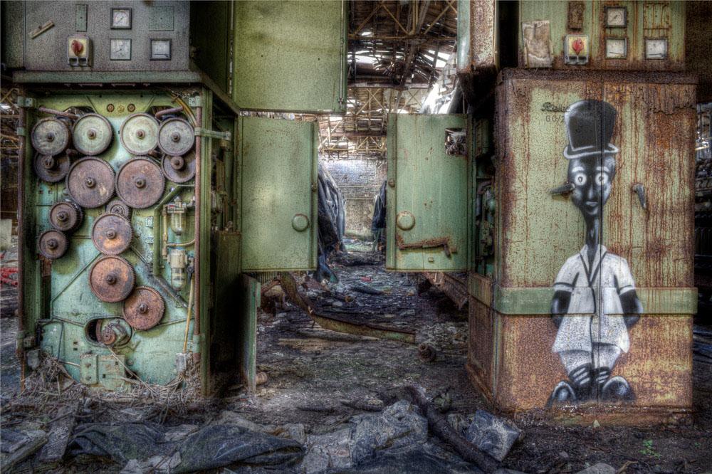 Lieux abandonnés - la filature Badin à Barentin - l'homme et la machine
