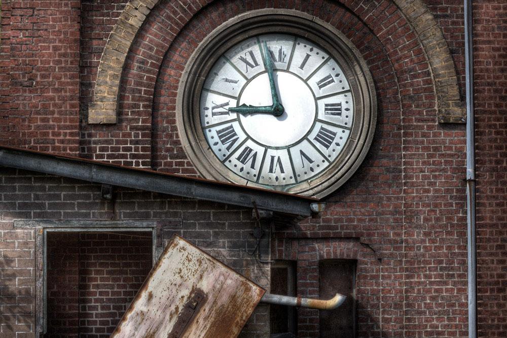 Lieux abandonnés - la filature Badin à Barentin - la tour à horloge