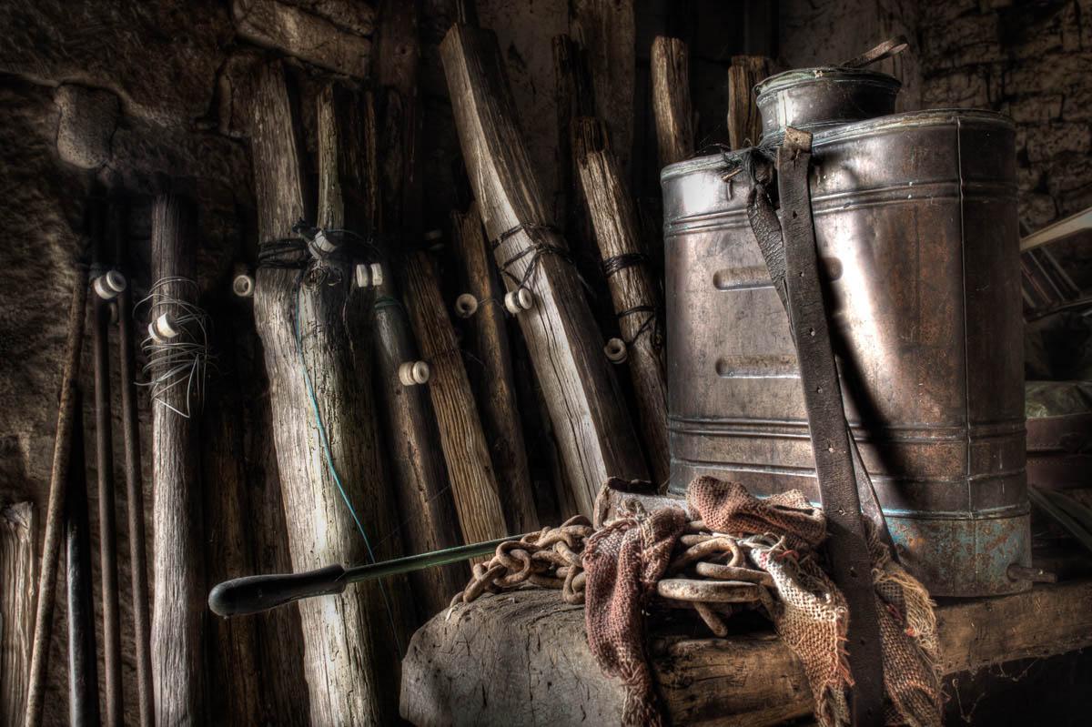 Lieux abandonnés - Ferme oubliée - le pulvérisateur en cuivre