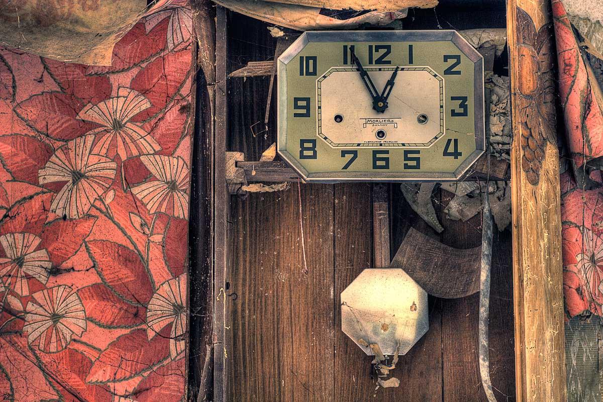 Lieux abandonnés - Ferme oubliée - Horloge Morlier Aulnay de Saintonge