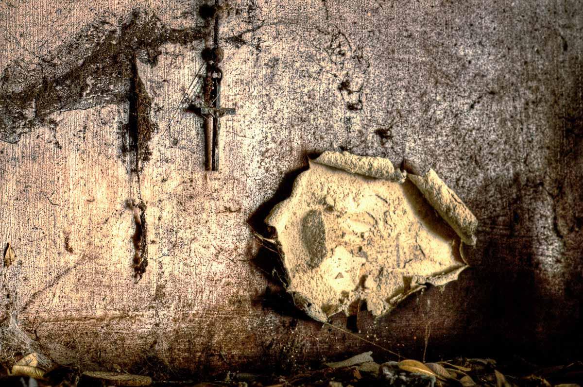 Lieux abandonnés - Ferme oubliée - Chapelet