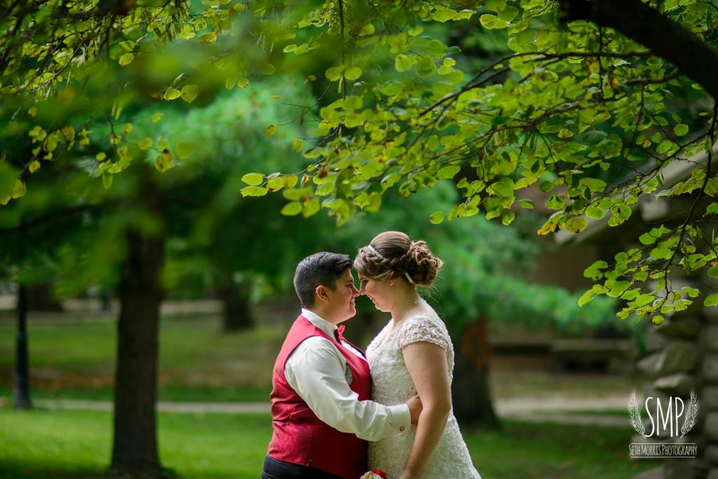 harry-potter-lesbian-starved-rock-wedding-photographer-38.jpg