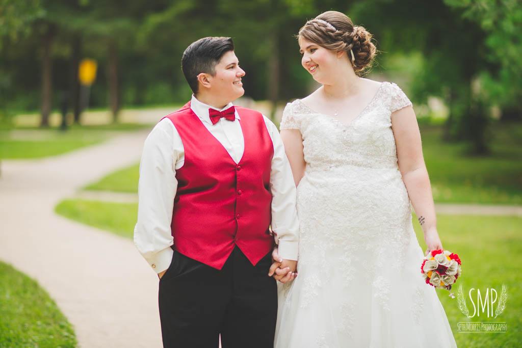 harry-potter-lesbian-starved-rock-wedding-photographer-41.jpg