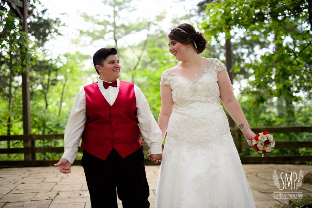 harry-potter-lesbian-starved-rock-wedding-photographer-46.jpg