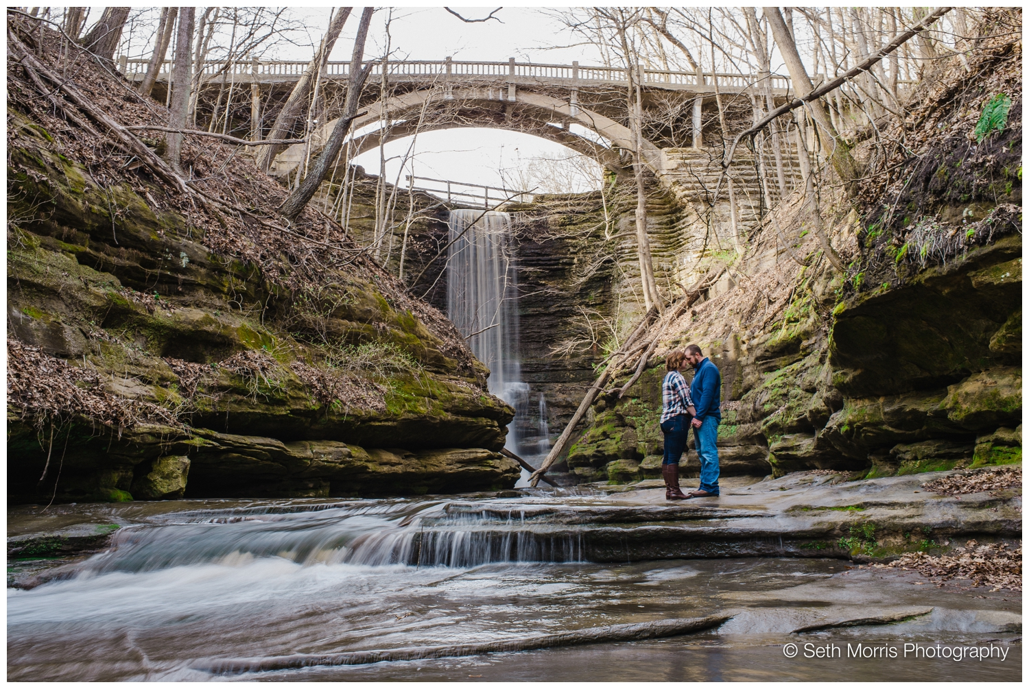 starved-rock-waterfal-engagement-pictures-3.jpg