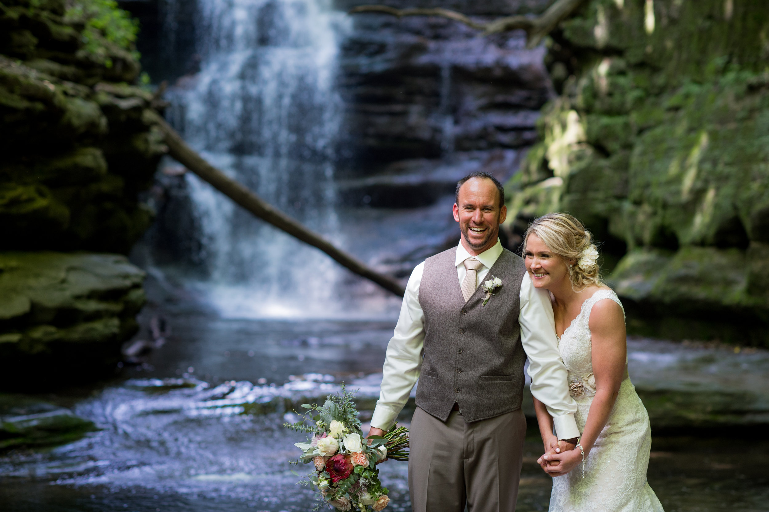 starvedrockwaterfallwedding-3.jpg