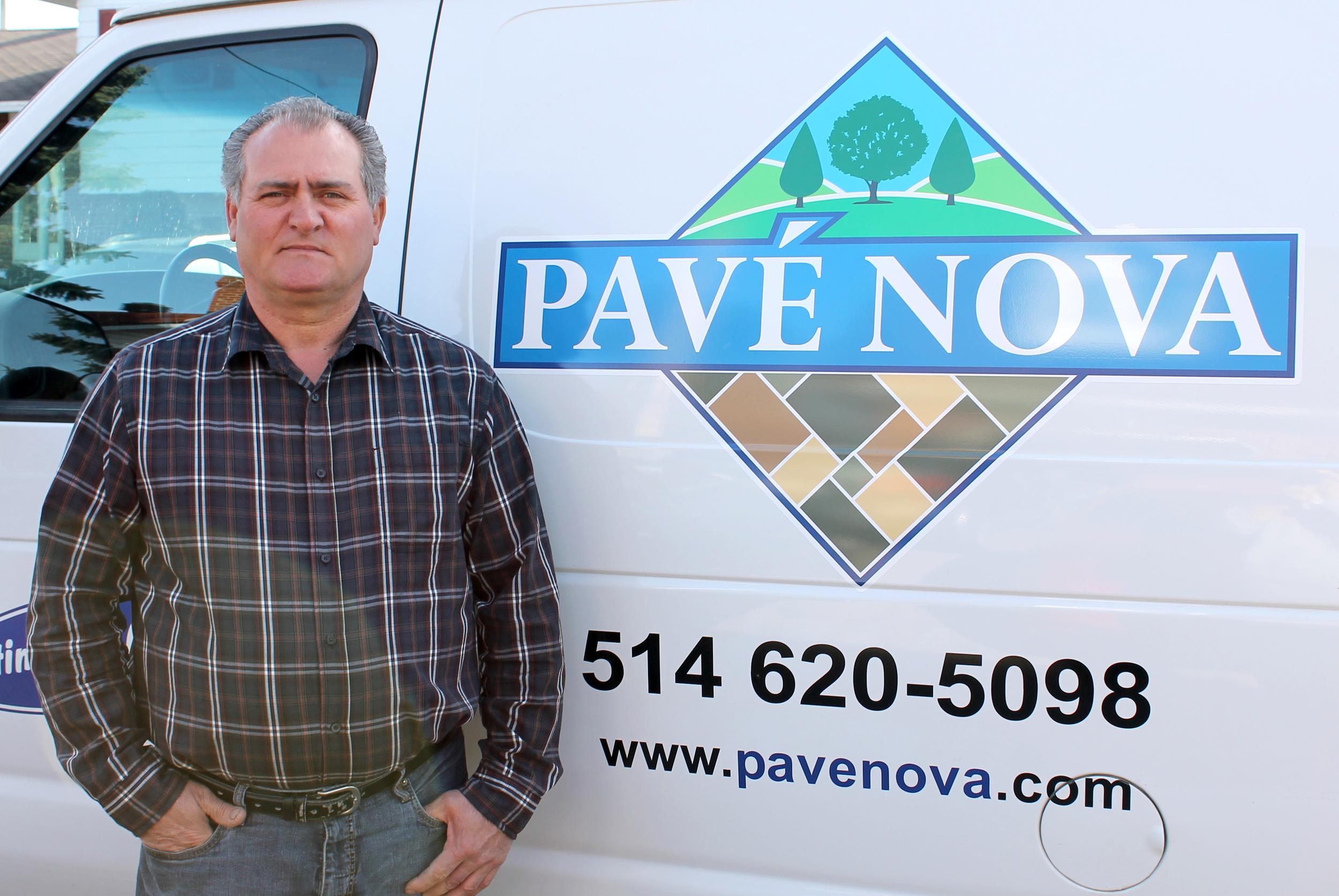 Gabriele Rossi , propriétaire de Pavé Nova, a plus de 25 ans d'expériencedans le domaine de l'amé  na  geme  nt paysager à Montréal.