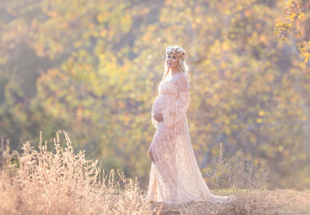 Maternity photoshoot. Beautiful light. Pacific Palisades. California.