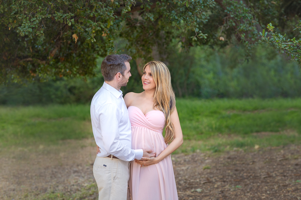 so much love and connection for this expecting parents in theses maternity session